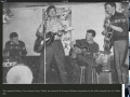1958 april The Drifters 2e samenstelling in de 2I's Coffeebar. Terry Smart (drums), Harry Webb (zang en rhytm), Ian Samwell (lead), Norbert Witham (rhythm)