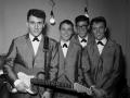Early Shadows, met Jet Harris en Tony Meehan. Bruce met Stratocaster met rosewood toets en chroom hardware.