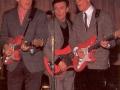 Bruce, jet en Hank in 1961 met hun Fiesta Red Fenders, rosewood toets, chroom hardware.