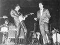 Hank met de Gretsch 6122 Country Gentleman. als Spare gitaar op- het podium tijdens optreden bij de NME Reader Poll Awards 1960.