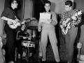 Repetitiefoto met Cliff & The Drifters. Hank met zijn Guyatone Antoria en Bruce met zijn Grimshaw Short Scale.