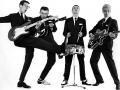 The Shadows, Hank met eerste Fender Statocaster maple neck, Bruce met de Amerikaanse Vega en Jet met Besson (Framus).