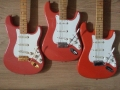 Fender Hank Marvin Signature gitaren van links naar rechts: Mexican (1999), Japan (1996), Squier (1991).
