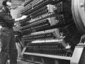 Mullard fabriek, buizencarroussel in 1955.