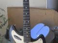 Meazzi Baby Jupiter solid gitaar 1965 Redburst, front.