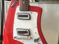 Meazzi Zodiac gitaar 2 pickups en tremolo Hollywood serie Red 1965, elzen body front.