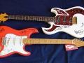 Fender Stratocaster Fiesta Red en Burns Marquee met handtekeningen van The Shadows.