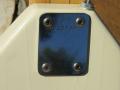 V210 Phantom IV Bass 1964-1966 White, 2 pickups, fabrikaat EKO Italy, neckplate met serienummer.