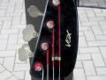 V224 Mark IV Bass 1965 2 pickups, fabrikaat EKO Italy, headstock front.