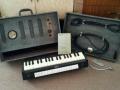 Jennings Univox Organ J6, uitgebouwd met kniebediende volume bracket.