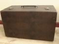 Jennings Univox Organ J7, gesloten koffer, sbu handle niet origineel.