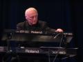 Cliff Hall, bespeelde bij The Shadows zijn keyboards van 1978 tot 2005.