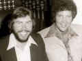 Jones & Jones, maar geen familie. Bassist Alan Jones (met baard) met zanger Tom Jones in de zeventiger jaren.
