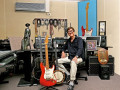 Hank Marvin in zijn home studio in Perth Australie.