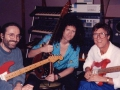 Hank Marvin met Brian May en Dick Plant van The Vibrato's.