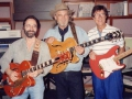 Hank Marvin met Duane Eddy en Dick Plant van The Vibrato's.