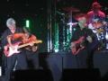 Zo los je dat op als je gitaar tijdens een optreden uitvalt. eerder gezien bij de Tielman Brothers.