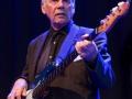 Herbie Flowers (1938), een van de bassisten op het Reunie album Shades of Rock 1970 met zijn karakteristieke 1959 Fender jazz bass.