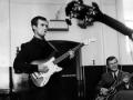Jet Harris met een Vox Consort gitaar met Hank Marvin Signature tremolo.