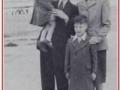Hank Marvin als jongen met ouders en jongere broer.