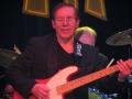 Alan Jones, ooit gevraagd door Elvis, maar Alan stond onder contract bij Tom Jones en koos later voor The Shadows van 1977 tot 1986.