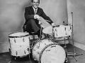 Young man Brian Bennett achter zijn eerste Ludwig Silver Sparkle drumkit. Gekocht door Hank en Bruce bij Manny's in New York.