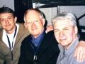 """Zoon Warren """"Waffles"""" Bennett en vader Brian Bennett met Mark Griffiths."""