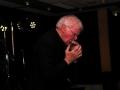 Brian Licorice Locking als Ambassadeur op de 55e meeting 2013 speelt op zijn mondharmonica.