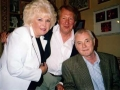 Tony Meehan met Cathy en Roy Creswell tijdens Shadowmania.