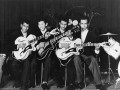 The-Tielman-Brothers-met-hun-Miller-Egmonds-ES-57.