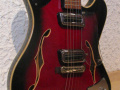 Dynelectron semi acoustic gitaar 2 pickups, body front.
