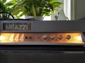 Meazzi 444 Solid State gitaarversterker eind 60s. Top met Controls volume, treble, medium, bass.