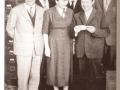 Meazzi familiefoto. Voor vanaf links: Enrico, zus Antonietta en zwager Luigi Scarpini. Achter vanaf links Remo, vader Antonio en de jongste Marino.