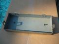 Meazzi PA304-PA306-PA316, metalen frontdeksel binnenkant. Een reservetape met de exacte lengte van 42,8 cm kan worden afgemeten en bevestigd aan de nokjes.