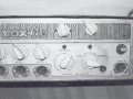 Alan Jackson's Framez fabrikaat  Echomatic Model. No. 2  met voxECHO badge. Front met bovenin 2 toegevoegde controls. Knoppen niet origineel.