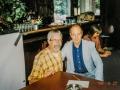 1999 september 37e De Druiventros middag, Jet Harris met standhouder Hans Meurs.