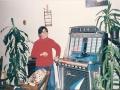 Edu (vrouw van Faragó Judy Istvan uit Hongarije bij Ton's jukebox.