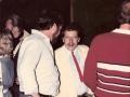 Ton Verhagen praat op de meeting met Louis Smeets van de Rock'n Roll methode en de Dixie Aces.
