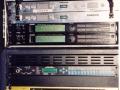 Rack met effecten Hank Marvin, van onder naar boven Marshall JF X1 signaalprocessor, Ada Preamp MP2, 2 Alesis Q20, 2 Samson zenders. Bovenop accoustic effect en A/B box.