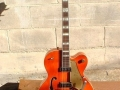 Bruce Welch zijn Gretsch model 6120 Chet Atkins in orange finish.