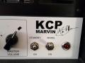 KCP Marvin Britse buizen versterker, hand gebouwd door Ken Vickers, Charly Hall en Peter Alden. Door Hank gebruikt in de periode 2001-2004, logo en controls.