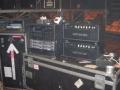 Hank's 2 Matchless Clubman heads met rack, met op de staande flightcase ernaast o.a. een Marshall signaalprocessor, ADA preamp en de effecten voor de zang.