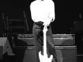 Hank Marvin on stage tijdens negentiger jaren Tour met de Hank Marvin Signature Custom Shop Amp gebouwd en ontwikkeld door Denis Cornell (Essex UK). De versterker verdween geruisloos na een enkel gebruik tijdens de negentiger jaren Tours.