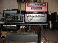 Hank Marvin's Australische studio. Zicht op 2 Matchless Amps en 1 zeventiger jaren Vox AC30 Amp en 2 TVS3 plus Alesis Q20 echo's.