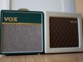 VOX AC4C1-BRG British Racing Green & rechts AC4TV8 cream.