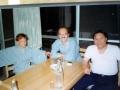 Ikutaro Kakehashi in 1976 aan tafel bij Ralph Dyck de Canadese componist en ontwerper van het basistype van de MC8 sequencer.
