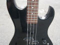 White Shadow  Bass,  4 snaren, 2 knops 1985, made in  Japan, body front.