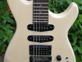 White Shadow M series White 1988 made in Korea, body front met Licence Floyd Rose Tremolo and Coil Tap.