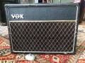 Vox AC10 Twin 1965, Basket Weave Rexine, Deep black grillcloth, Grey panel, Oval Egg footswitch. Laatste JMI model.