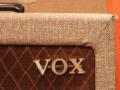 Vox AC15 Model AC1 TV Front mid-eind 1959, met first circuit, 1e One piece logo, niet afgeronde hoeken. Originele Cream w diamonds covering vervangen door moderne Fawn tolex.